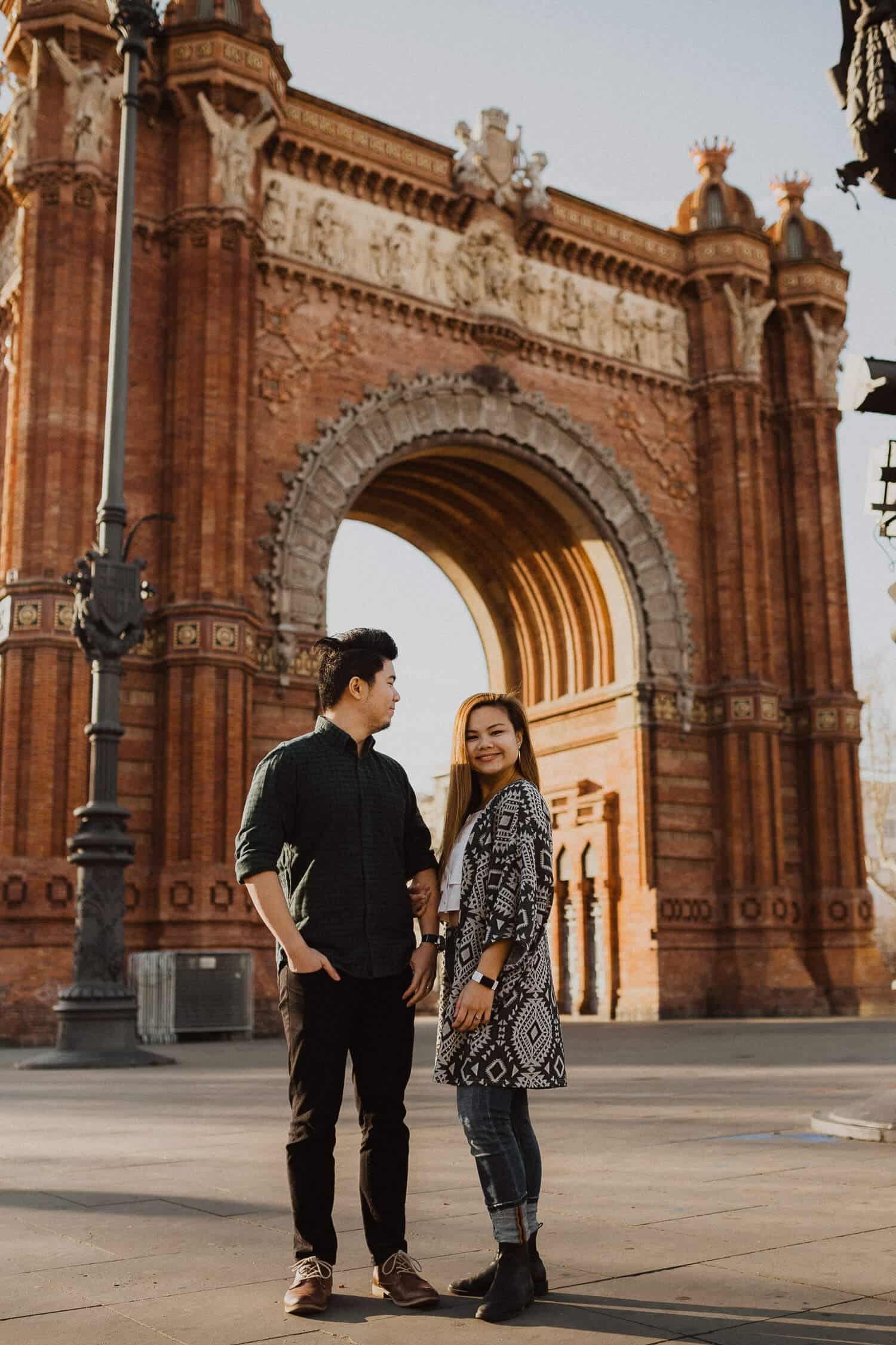 Couples photo shoot in Barcelona, next to Arc de Triomf