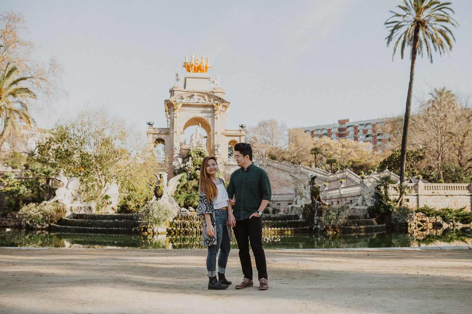 Couples photo shoot in Ciutadella Park, Barcelona