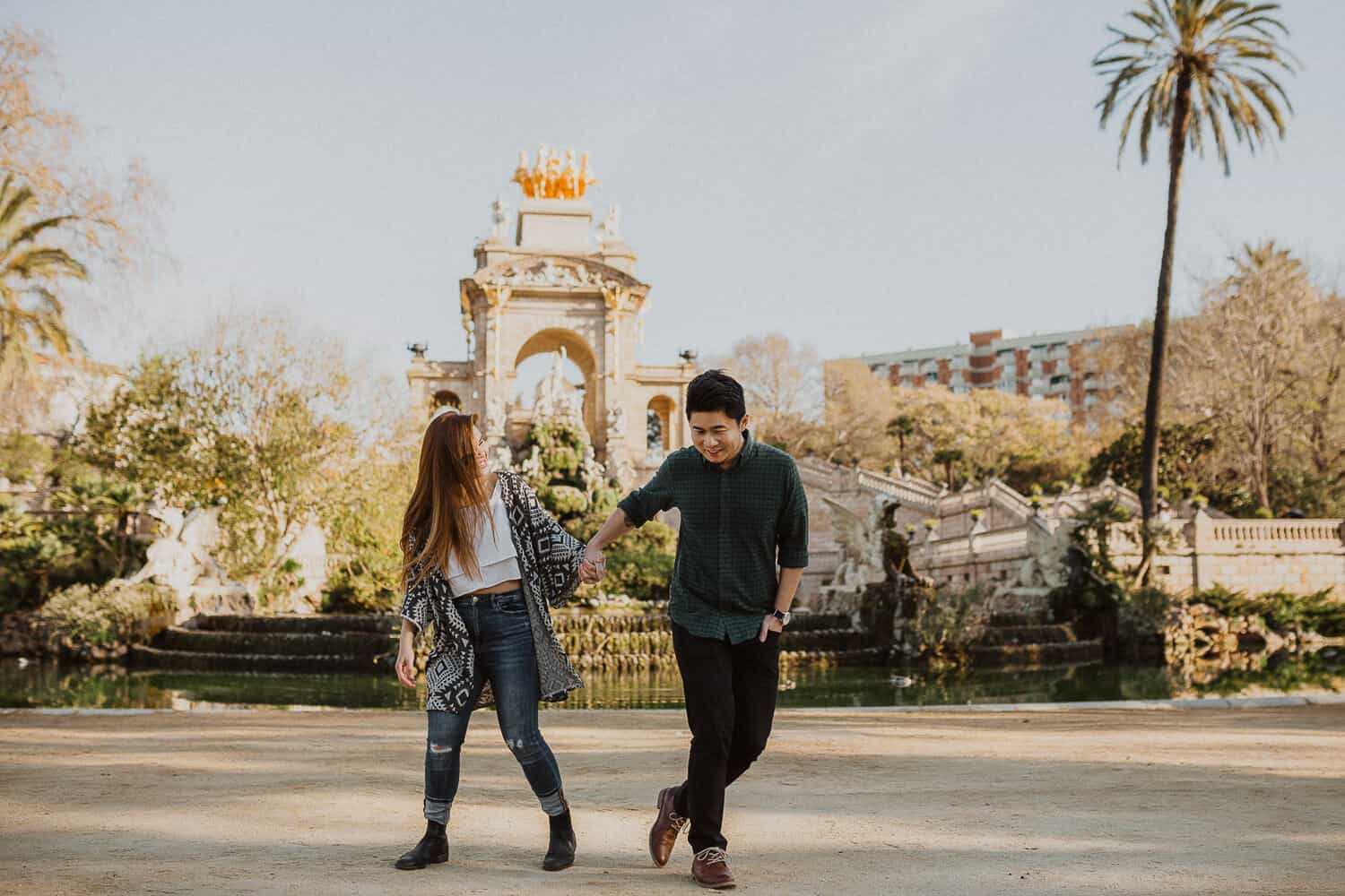 Couples photos in Ciutadella Park, Barcelona