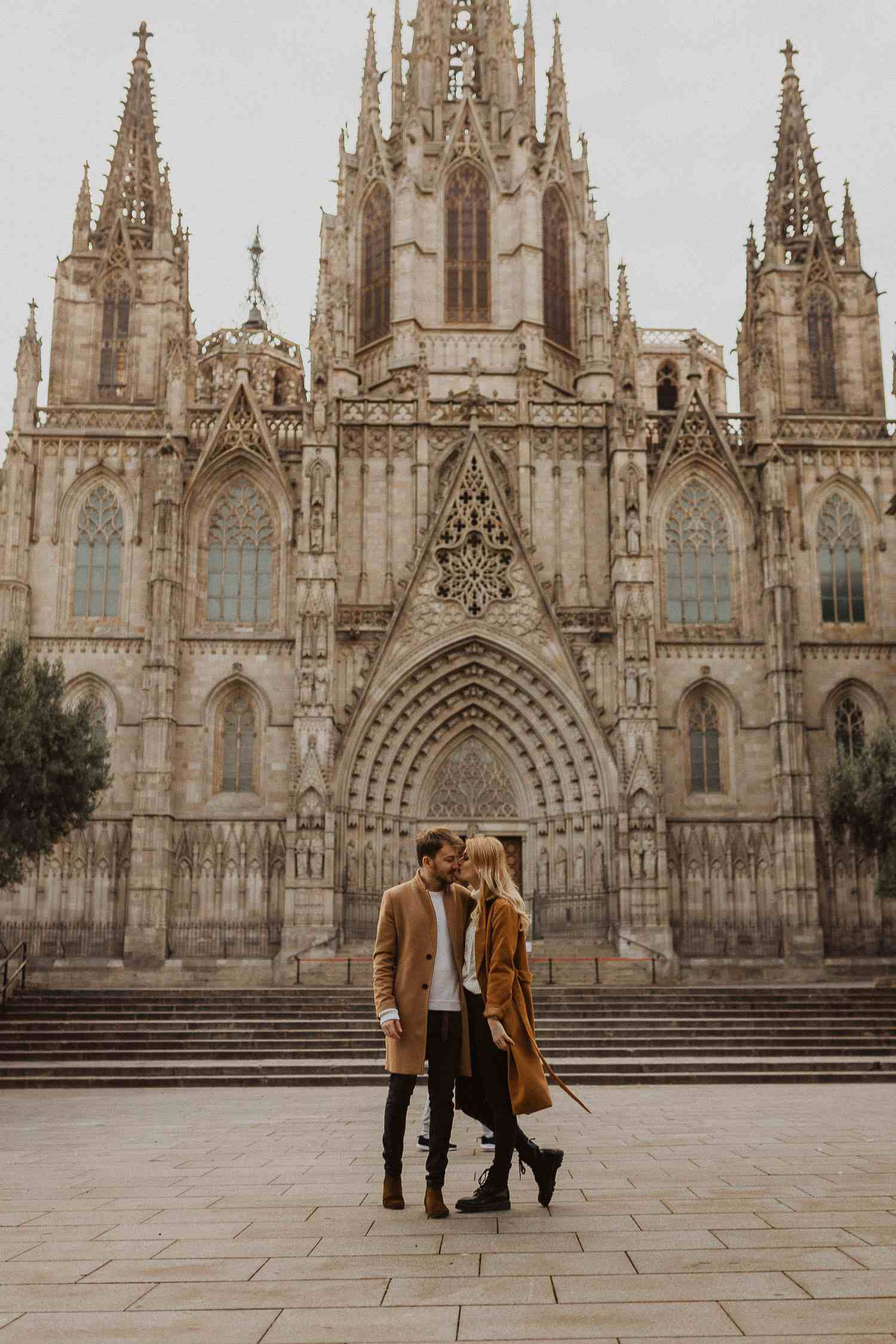 Photo shoot next to Barcelona's cathedral