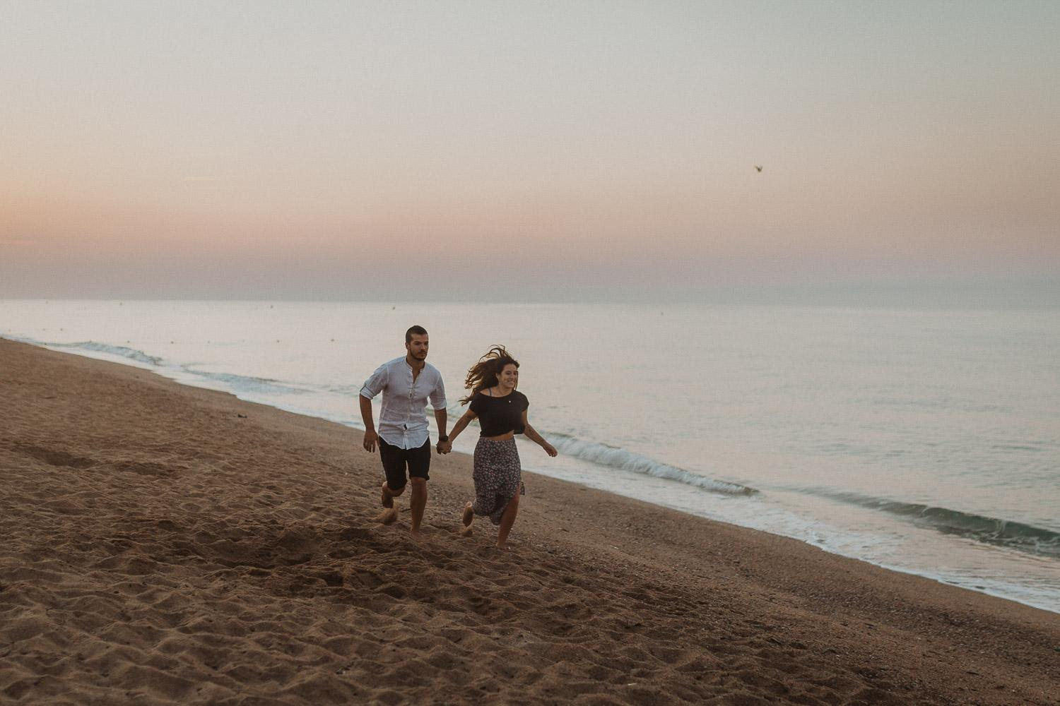 Barcelona beach couples photo session